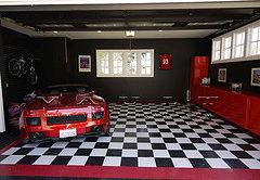 Дизайн и мебель для гаража от компании Vault