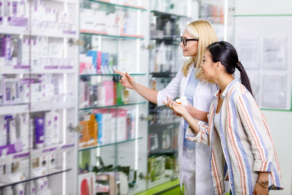 Бизнесмен продумывает график работы аптеки в бизнес план с расчетами
